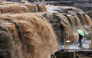 黄河壶口瀑布迎来秋汛 主副瀑布形成壮美瀑布群