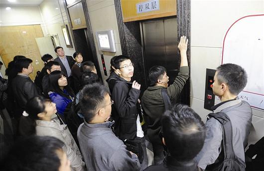 网友不满电梯层层停靠