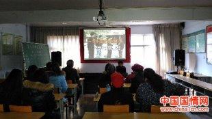 郑州上街区鸿园社区党支部组织党员观看教育片