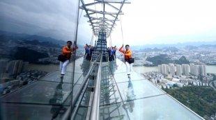 广西柳州:303米楼顶建高