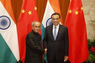 李克强会见印度总统慕