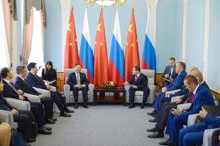 杨洁篪同俄罗斯总统驻