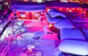 牡丹江:雪乡夜晚被灯