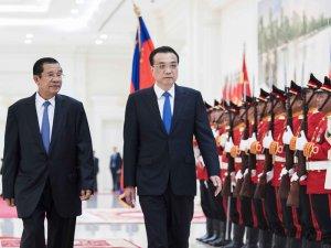 李克强同柬埔寨首相洪